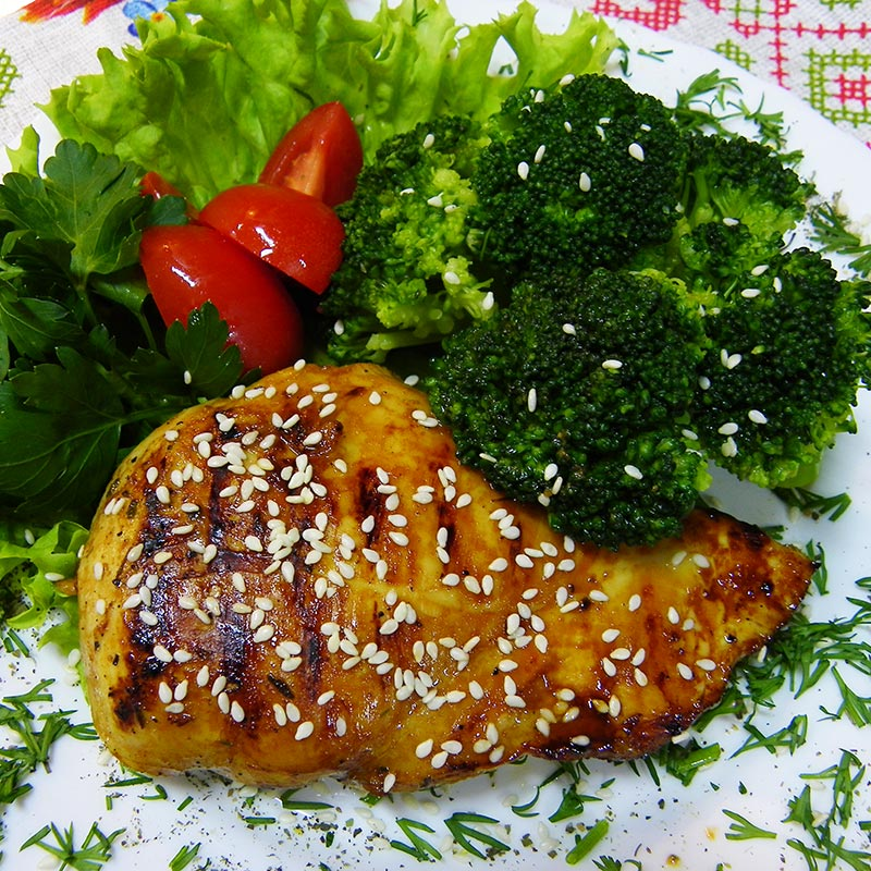Baked chicken breast with broccoli