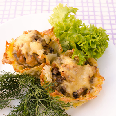 Potato basket with chicken and mushrooms