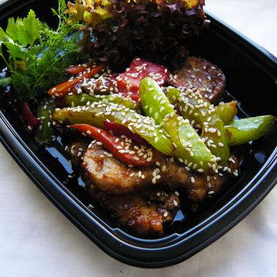 Свинина з овочами в азіатському стилі