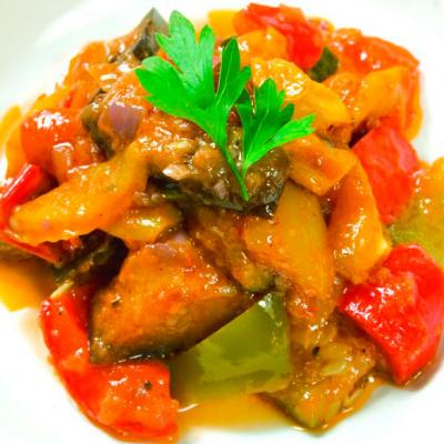 Теплый салат из свежих овощей
