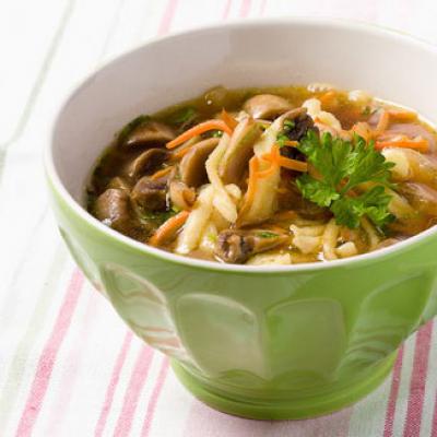 Суп с лапшой и шампиньйонами