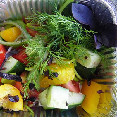 Грузинський овочевий салат з грецьким горіхом